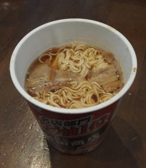 飯田商店のカップ麺2-2
